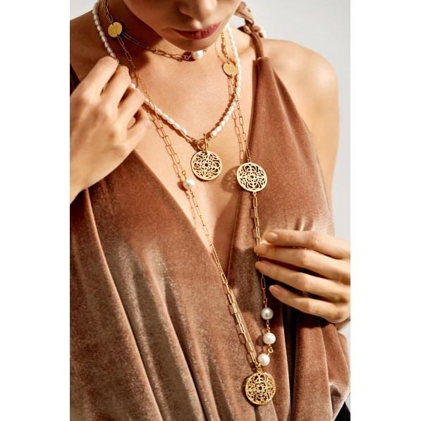 Długi naszyjnik z rozetami Mokobelle i perłami